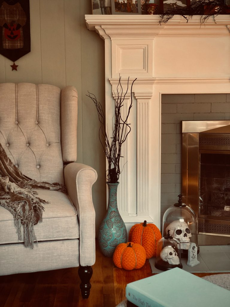 Two Skelton and two pumpkins on the side of the flowerpot