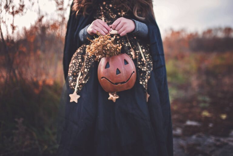 scary Halloween Pictureswitch fall pumpkin